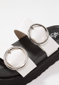 4th & Reckless - STACEY - Mules - black/white - 2