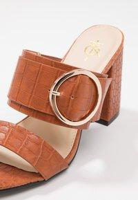 4th & Reckless - LOUISA - Pantofle na podpatku - tan - 2