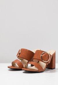 4th & Reckless - LOUISA - Pantofle na podpatku - tan - 4