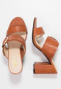 4th & Reckless - LOUISA - Pantofle na podpatku - tan - 3