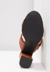 4th & Reckless - LOUISA - Pantofle na podpatku - tan - 6