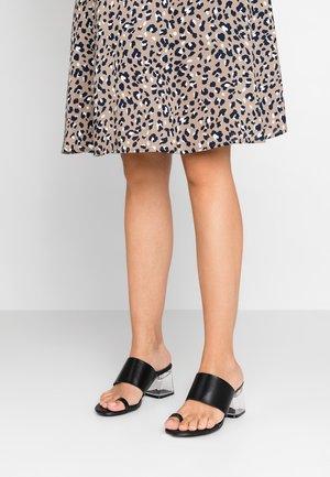 CHI - T-bar sandals - black
