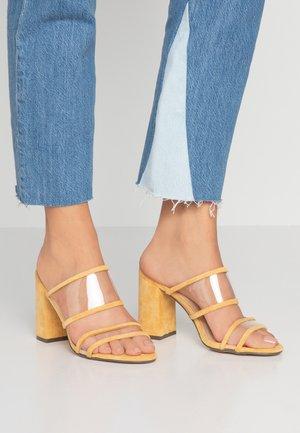TALIA - Slip-ins med klack - yellow