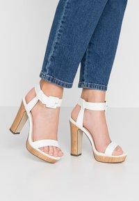 4th & Reckless - LUTHER - Sandály na vysokém podpatku - white - 0