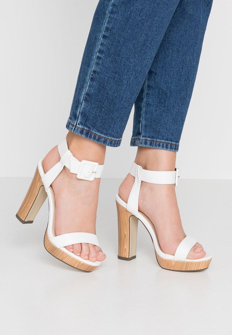 4th & Reckless - LUTHER - Sandály na vysokém podpatku - white