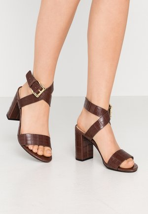 ADRIANNA - Sandály na vysokém podpatku - brown