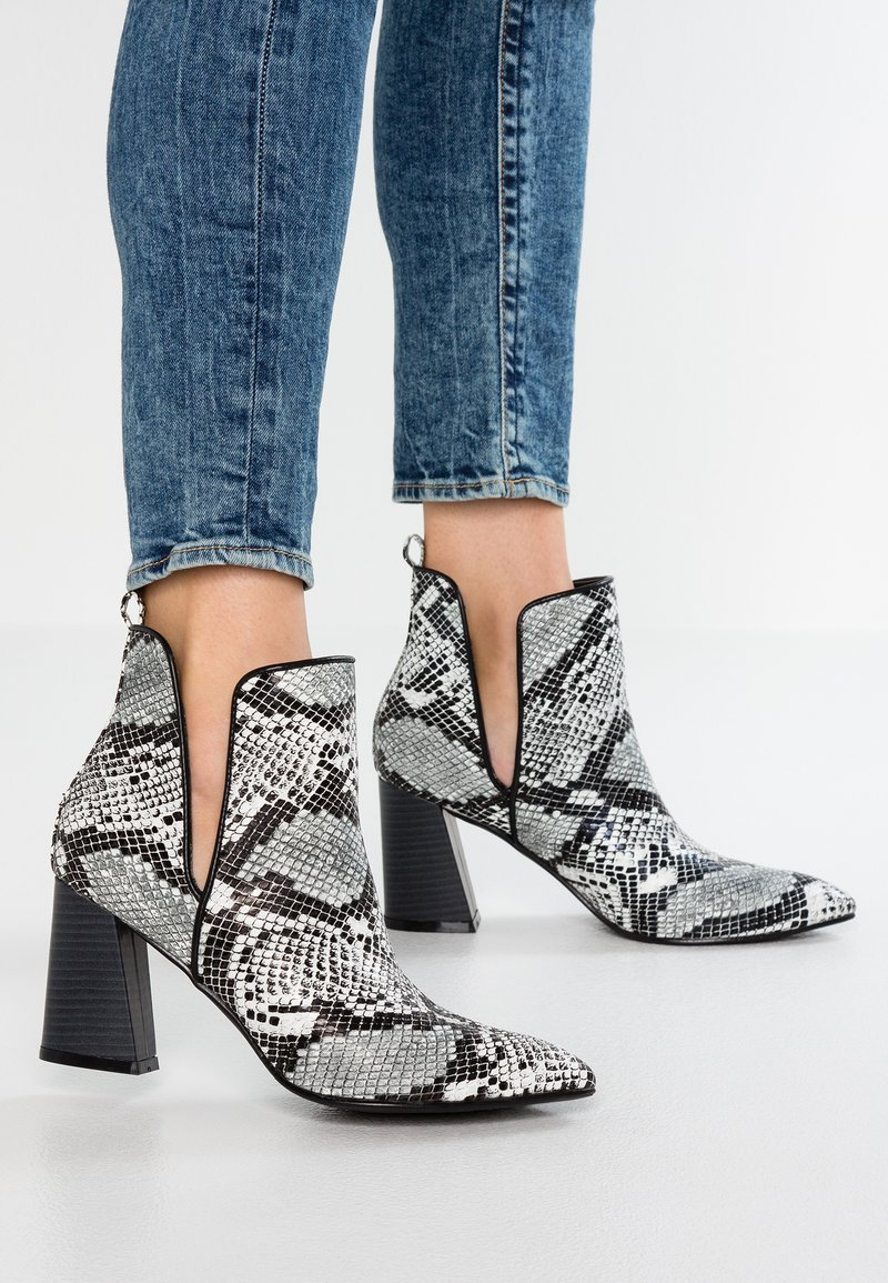 4th & Reckless - SYDNEY - Ankle boots - black/white