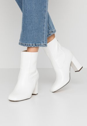 KOA - Classic ankle boots - white
