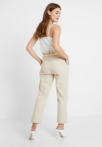 4th & Reckless - ISABELLA TROUSER - Bukse - stone - 2