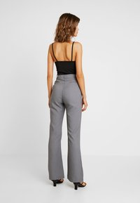 4th & Reckless - EXCLUSIVE MARIANNA TROUSER - Pantaloni - grey - 2