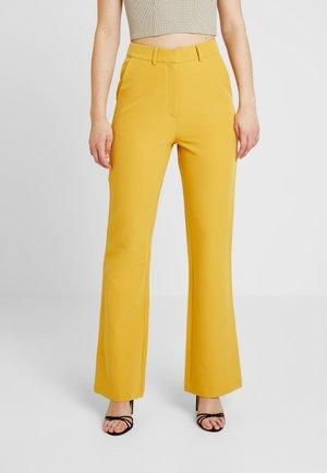 EXCLUSIVE MARIANNA TROUSER - Pantalon classique - yellow