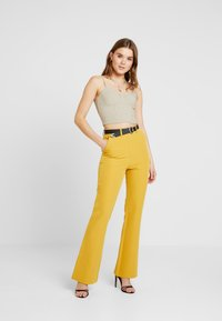 4th & Reckless - EXCLUSIVE MARIANNA TROUSER - Kalhoty - yellow - 2