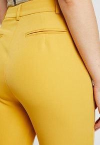 4th & Reckless - EXCLUSIVE MARIANNA TROUSER - Kalhoty - yellow - 5