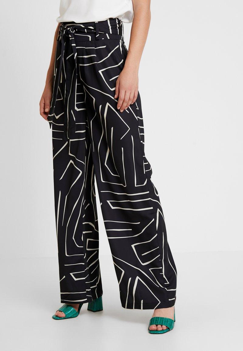 4th & Reckless - SUGAR TROUSER - Spodnie materiałowe - black