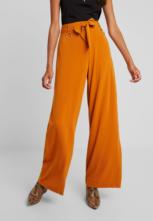 HARRINGTON WIDE LEG TROUSER WITH RING DETAIL - Trousers - ginger
