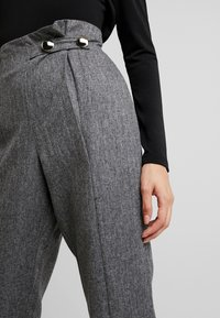 4th & Reckless - WASHINGTON TROUSERSLIM LEG WITH BUTTONS - Pantaloni - grey - 5