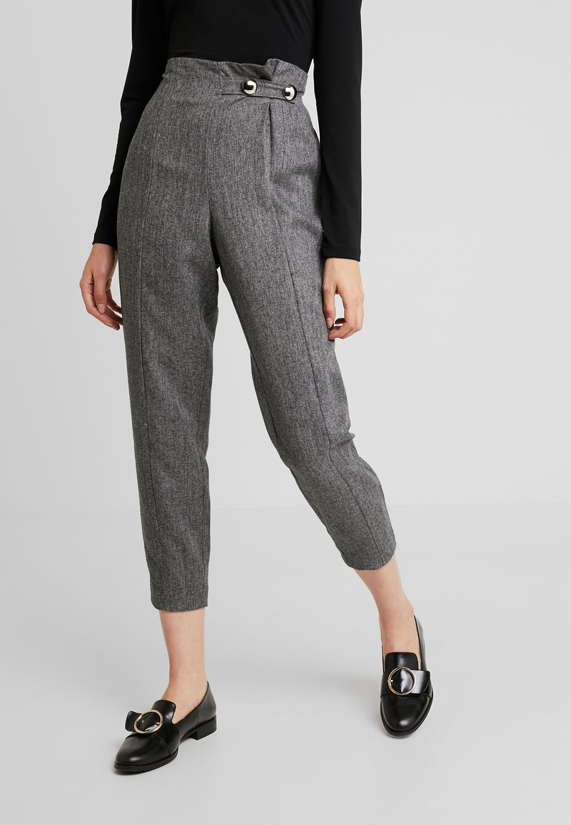 4th & Reckless - WASHINGTON TROUSERSLIM LEG WITH BUTTONS - Stoffhose - grey