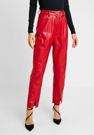 RONNIE - Pantaloni - red