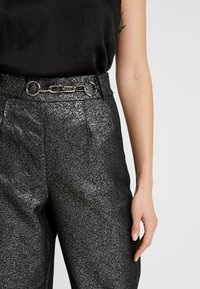 4th & Reckless - WASHINGTON TROUSER - Pantalones - black/silver - 5