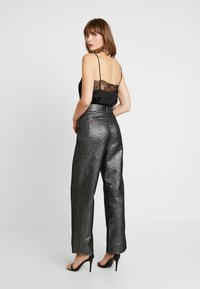 4th & Reckless - WASHINGTON TROUSER - Pantalones - black/silver - 3
