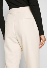 4th & Reckless - MILO TROUSER - Trousers - cream - 4