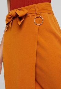 4th & Reckless - ALBABELTED MIDI SKIRT WITH RING DETAIL - Wrap skirt - ginger - 4