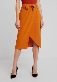 4th & Reckless - ALBABELTED MIDI SKIRT WITH RING DETAIL - Wrap skirt - ginger - 0