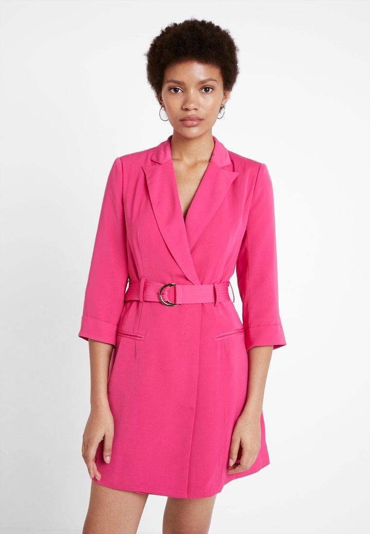 4th & Reckless - RENEE BLAZER DRESS - Denní šaty - magenta