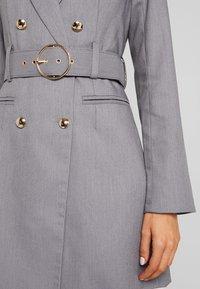 4th & Reckless - EXCLUSIVE MARI BLAZER DRESS - Robe chemise - grey - 4