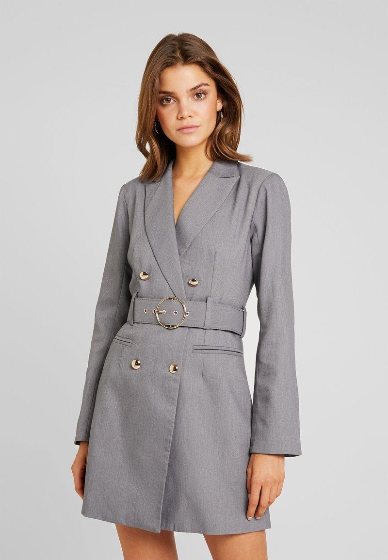 4th & Reckless - EXCLUSIVE MARI BLAZER DRESS - Košilové šaty - grey
