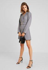 4th & Reckless - EXCLUSIVE MARI BLAZER DRESS - Košilové šaty - grey - 1