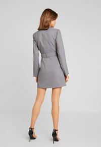 4th & Reckless - EXCLUSIVE MARI BLAZER DRESS - Košilové šaty - grey - 2