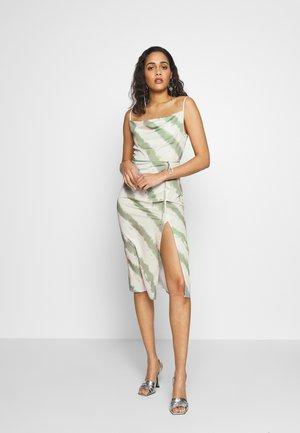 LAURIE - Vestido informal - beige/green