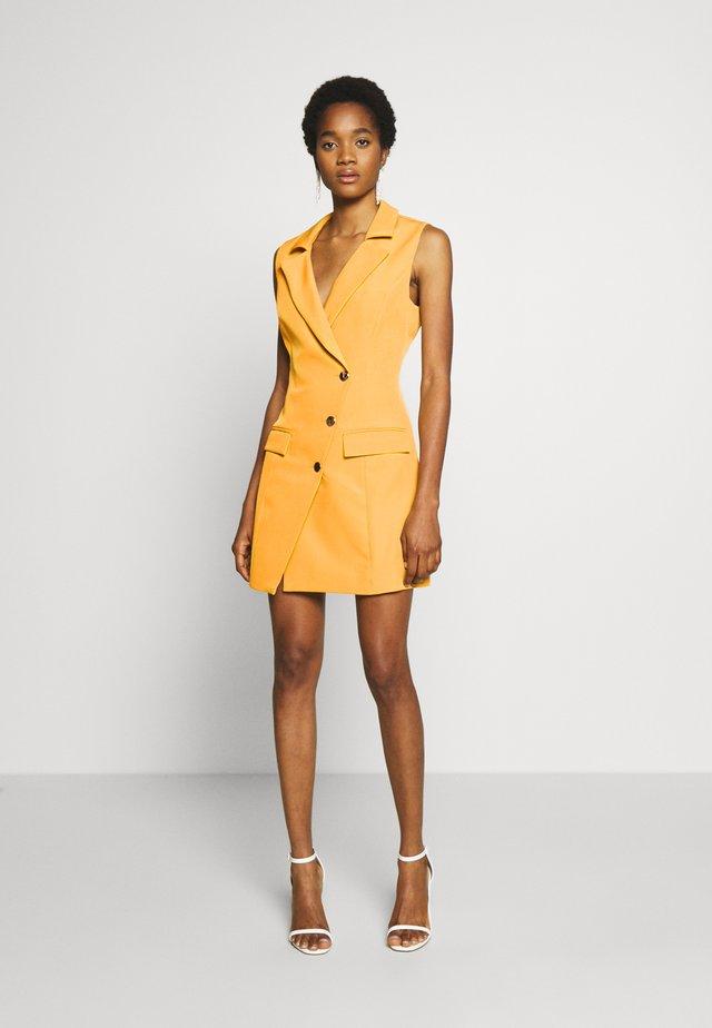 ARCHER BLAZER DRESS - Korte jurk - mustard