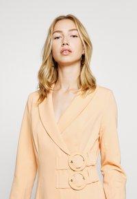 4th & Reckless - JESSIE DRESS - Manteau court - orange - 3