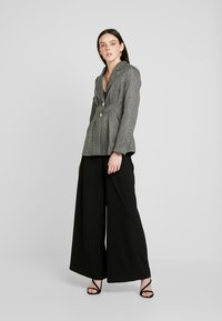 4th & Reckless - WASHINGTON WITH PLEATED DETAIL AND BUTTONS - Blazer - grey - 1