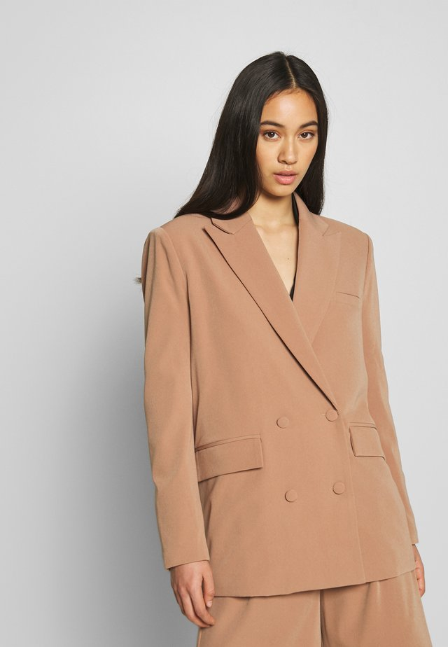 PASCAL - Short coat - camel