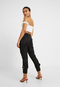 4th & Reckless Petite - SCRIPT TROUSER - Broek - black - 2