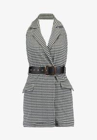 4th & Reckless Petite - MARYBELONE HALTERNECK MINI DRESS WITH BELT AND CUT OUT BACK - Pouzdrové šaty - black - 5