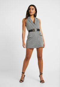 4th & Reckless Petite - MARYBELONE HALTERNECK MINI DRESS WITH BELT AND CUT OUT BACK - Pouzdrové šaty - black - 2