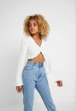 AUSTIN CROP WITH HARDWARE DETAIL AND FLARE - Pusero - white
