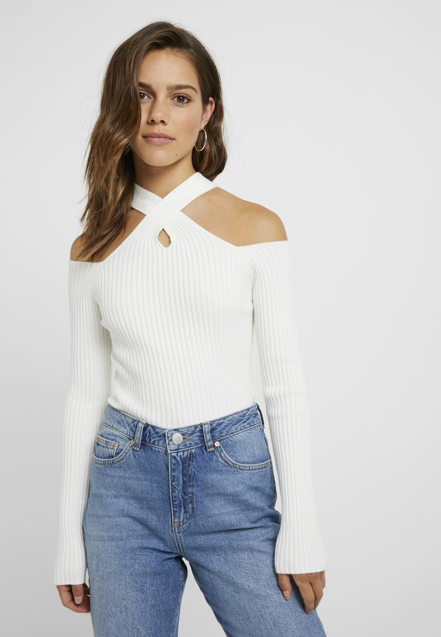STATE LONG SLEEVED HALTERNECK JUMPER WITH CROSS  - Trui - white