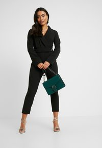 4th & Reckless Petite - SANDRA COLLARED WITH BUCKLE DETAIL - Combinaison - black - 1