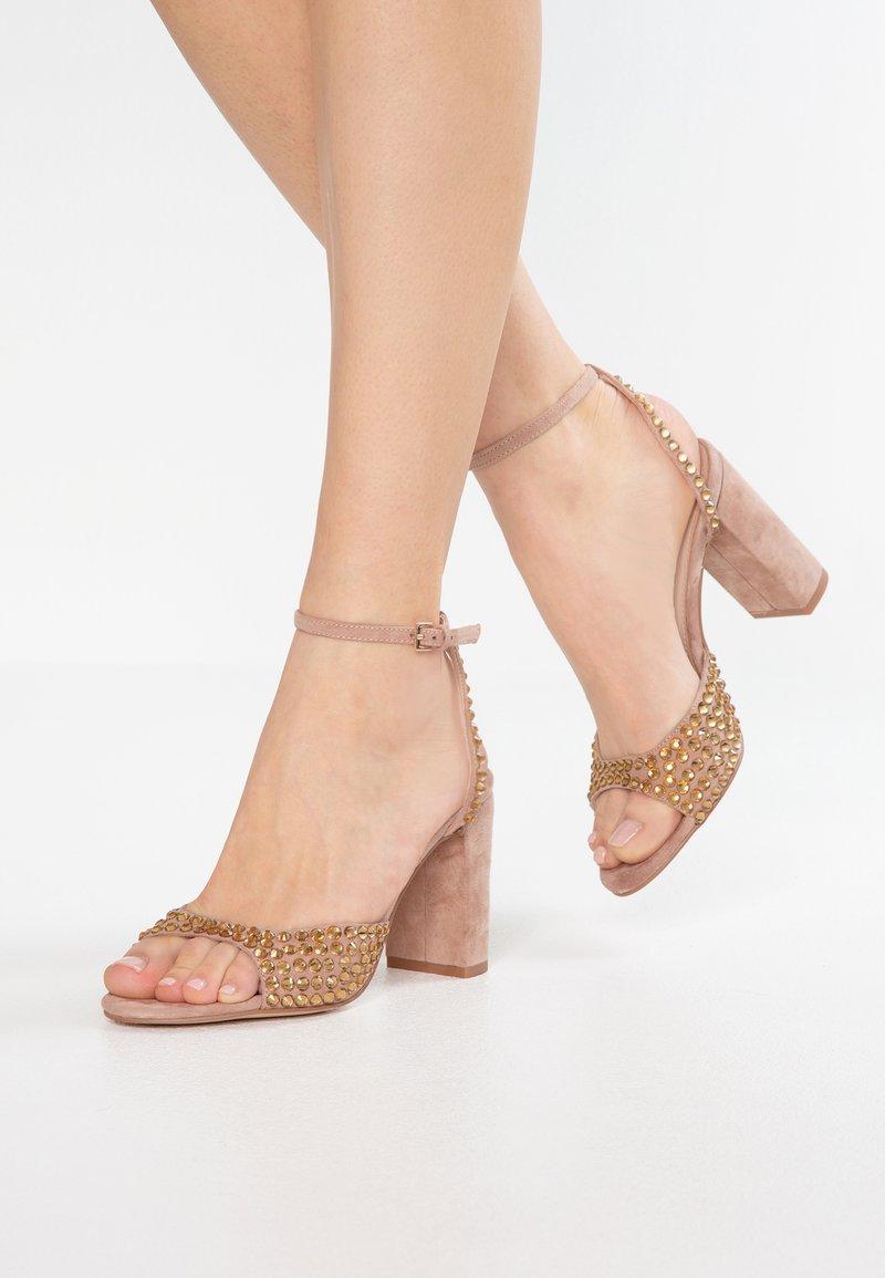 Bibi Lou - Højhælede sandaletter / Højhælede sandaler - taupe