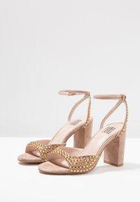 Bibi Lou - Højhælede sandaletter / Højhælede sandaler - taupe - 4