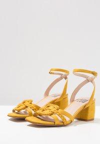 Bibi Lou - Sandaler - amarillo - 3