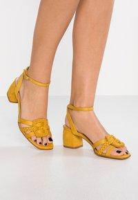 Bibi Lou - Sandaler - amarillo - 1
