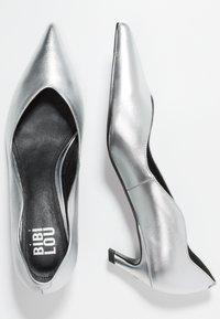 Bibi Lou - Pumps - plata - 3
