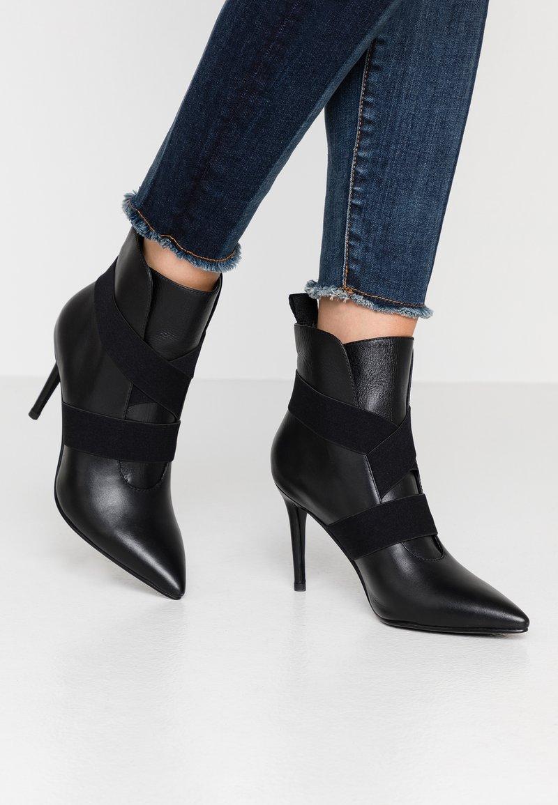 Bibi Lou - Kotníková obuv na vysokém podpatku - black