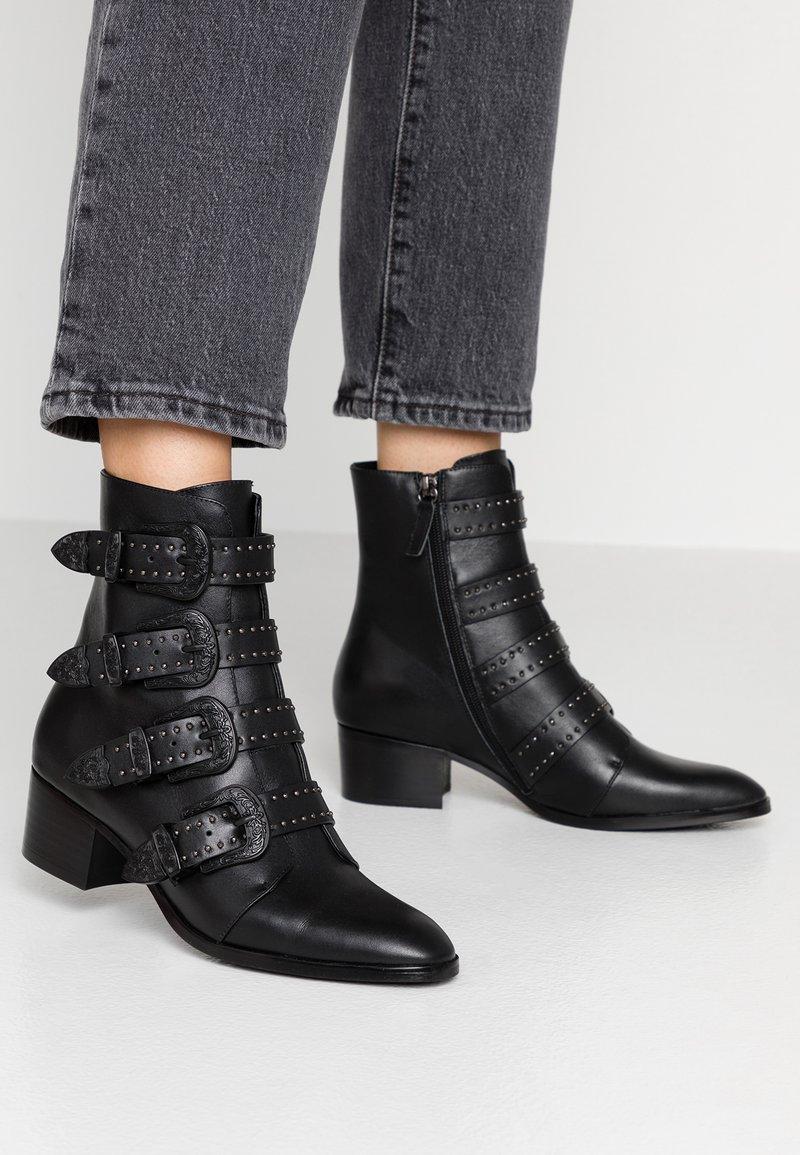 Bibi Lou - Cowboy/biker ankle boot - black